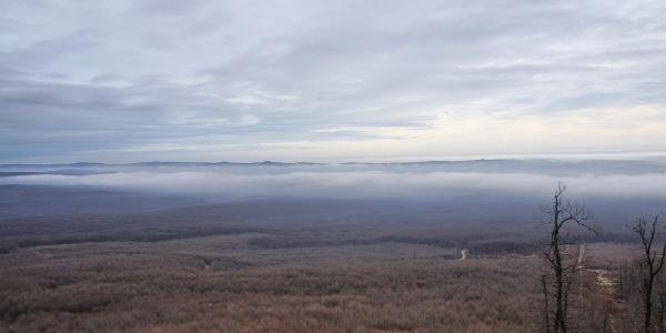 Pohľad na Balatonskú planinu z Kinizsiho rozhľadne