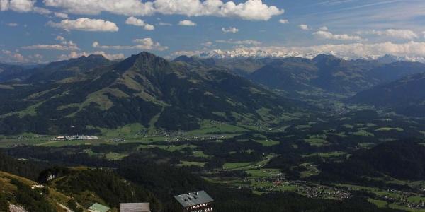 Gruttenhütte mit Alpenhauptkamm