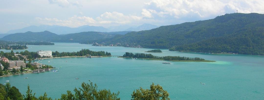 Ostteil des Sees mit Blick auf Pörtschach, von der Gloriette aus (Element Luft)