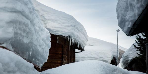 verschneiter Dorfkern Oberwald