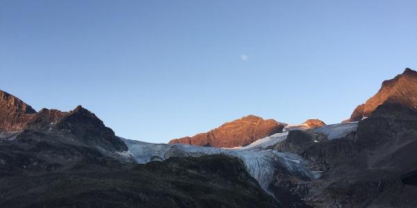 Blick auf den Fuss des Gletschers und den weiteren Verlauf