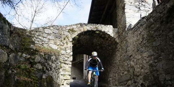 Campi in der Nähe der alten Kirche von San Rocco
