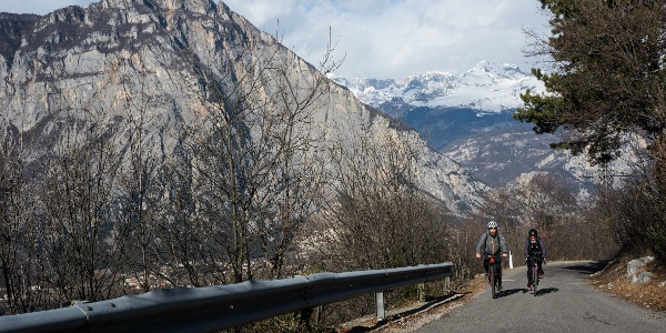 The ascent in January with the snow-capped peaks of the Brenta in the background