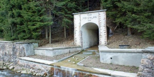 Bergbaulandschaft Altenberg-Zinnwald - Vereinigt Zwitterfeld zu Zinnwald / Mundloch des Tiefen Hilfe Gottes Stolln