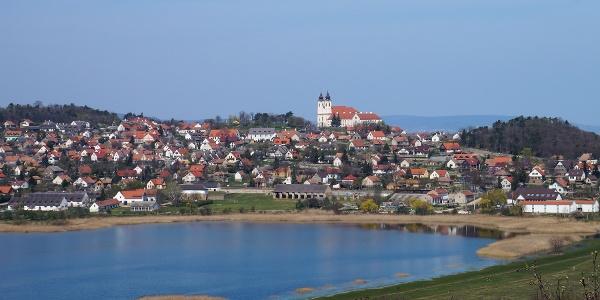 A Belső-tó és a festői fekvésű Tihany