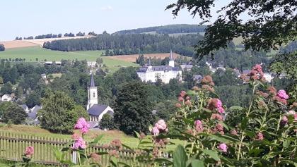 Neuhausen mit Schloss Purschenstein und Kirche