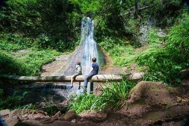 Vor den Sankenbacher Wasserfällen
