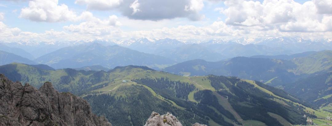 Herrliche Ausblicke, nicht nur auf die Südwände des Hochkönigs, sondern auch auf den Alpenhauptkamm.