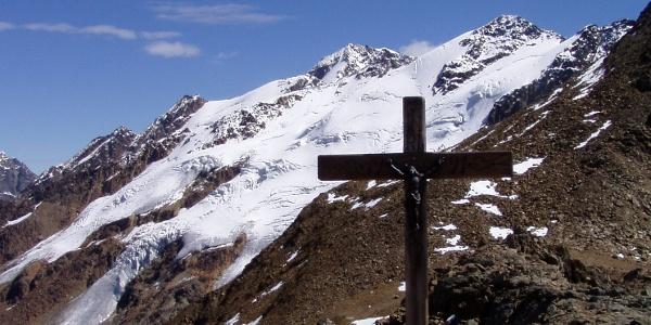 Auf der Planeiler Scharte, im Hintergrund die Gletscher des Bärenbartkogels