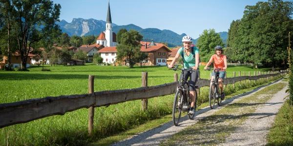 Radtour entlang der Isar mit Blick auf Arzbach - Radweg München Venezia (c) Peter  von Felbert