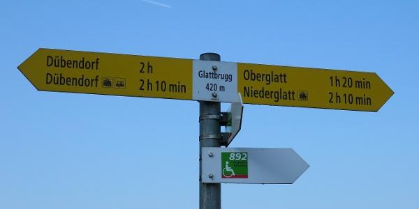 Wegweiser bei Glattbrugg.