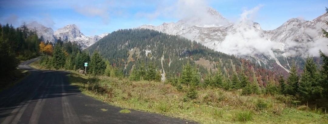 Auffahrt zur Karalm, Tennengebirge im Hintergrund