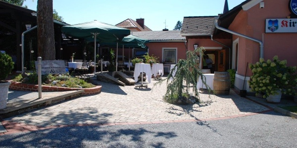 Gasthaus_zum_Kirchenwirt_Gastgarten