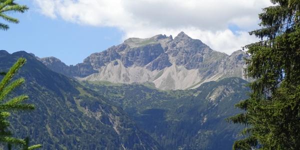 Blick auf die Lailach mit rechts abfallendem Nordgrat