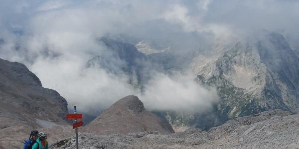 Plateau nach dem Prag-Steig. Von hier unschwierig hinauf zum Triglavski dom