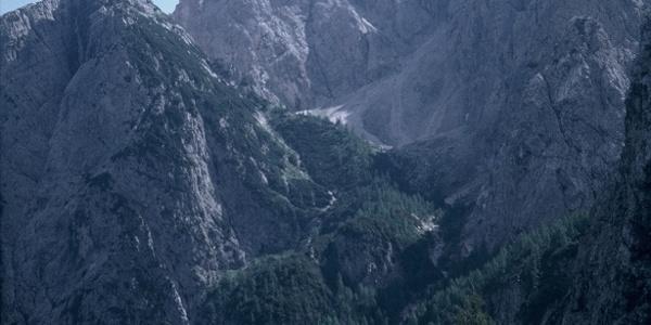 Il Cadin di Elbel e a sinistra il monte Hoberdeirer. Al centro i campanili di Elbel