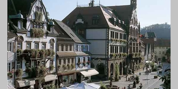 Rathaus, Marktplatz und Hauptstraße
