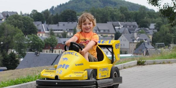 Elektro-Autos an der Sommerrodelbahn