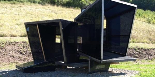 """(05) Stefan Engel (DE): """"Habitat III"""", 2011, Eichenholz, Plexiglas"""