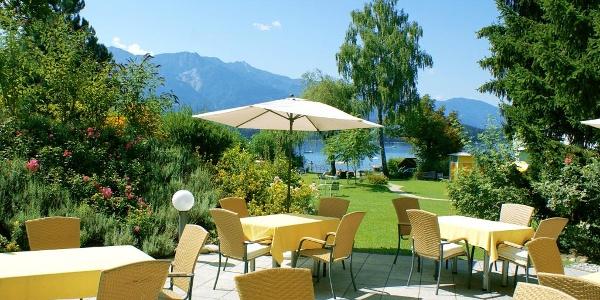 Terrasse mit Blick auf den Faaker See