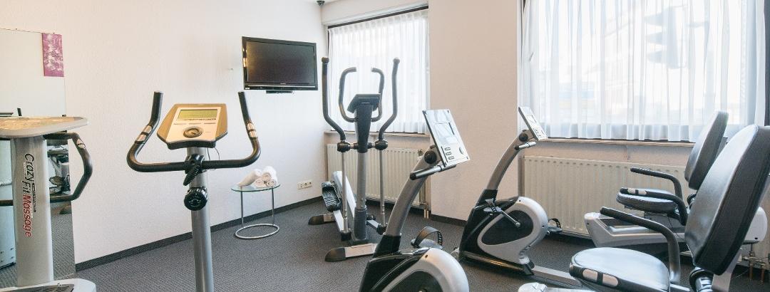 Der große Fitnessraum des Hotels