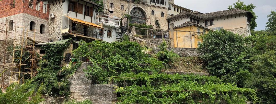 Weingärten und Haus der Angonate
