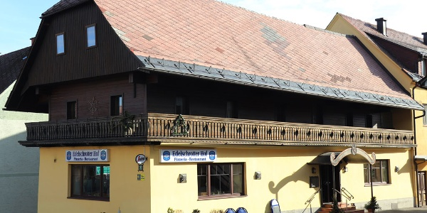 Gasthaus Edelschrotter Hof im Sommer