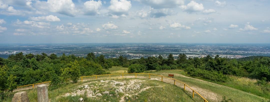 Pohľad na Budapešť z rozhľadne Károlya  Gucklera