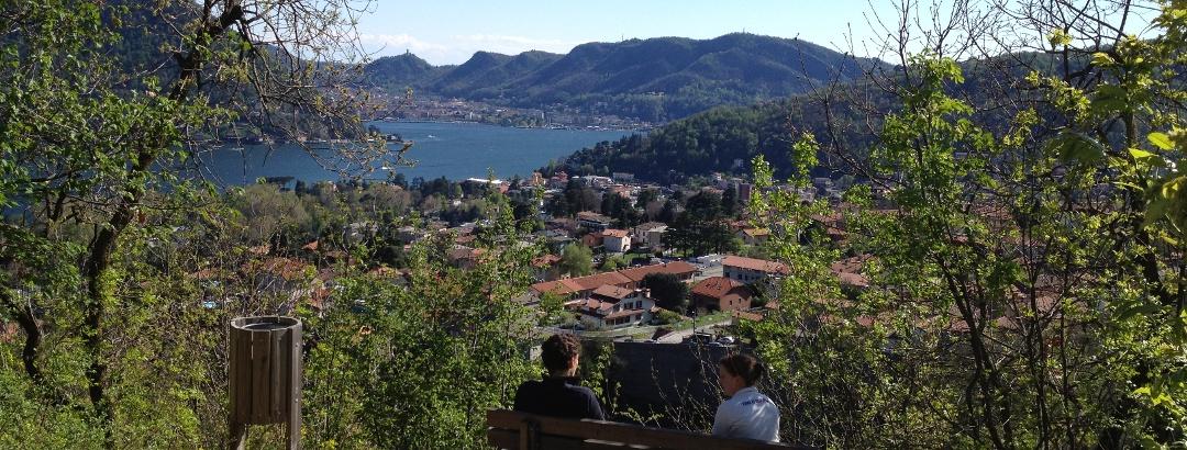 Immer wieder schöne Ausblicke auf den Comer See mit Como