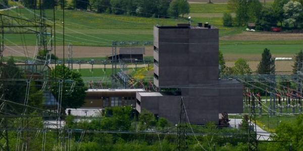 TIWAG-Verwaltungsgebäude, im Hintergrund Silz