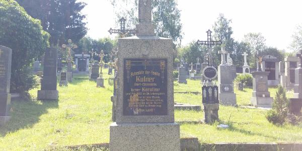 Grabmal im Friedhof Zelezna Ruda