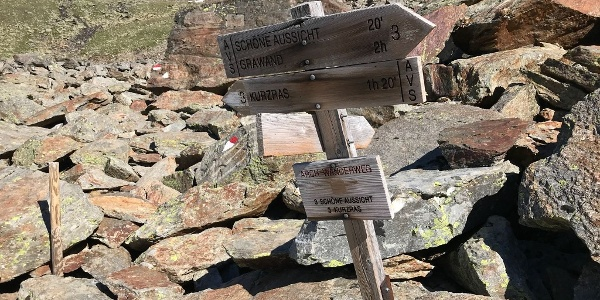 Signpost at the Bella Vista Hut