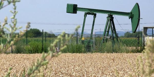 Ölbohrungsfeld der Wintershall bei Dammheim