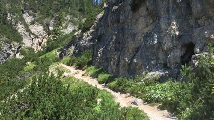 Il sentiero prima della cascatella