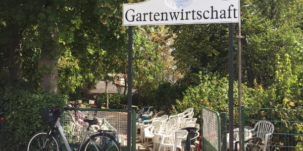 Trinkpause am Rand von Duisburg