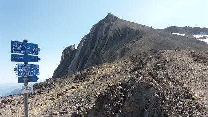 Vom Schesaplanasattel hinauf zum Gipfel mit Kreuz.