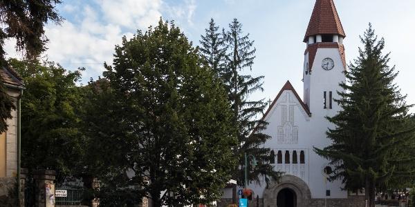 A Havas Boldogasszony plébániatemplom Zebegényben Kós Károly munkáját dicséri