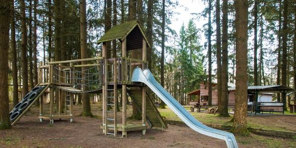 Spielplatz an der Drei Eichen Hütte Lutzerath_Vulkaneifel-Pfad: Maare-und-Thermen-Pfad: Etappe 2: Lutzerath - Bad Bertrich
