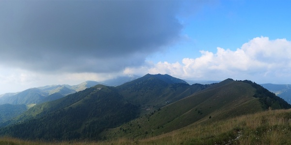 Vista sulla lunga dorsale-cresta del Monte Fontana Secca.
