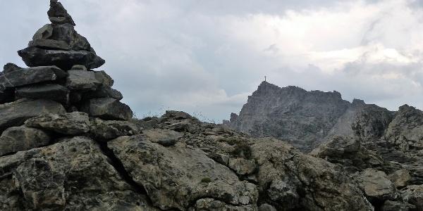 Vom großen Steinmann zum Gipfelkreuz in 15 Minuten.
