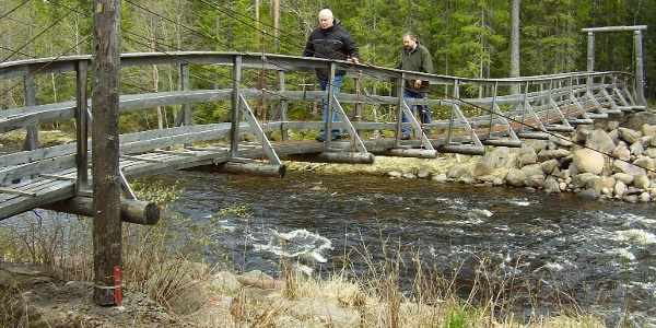 The bridge has a maximum weight of 200 kg!