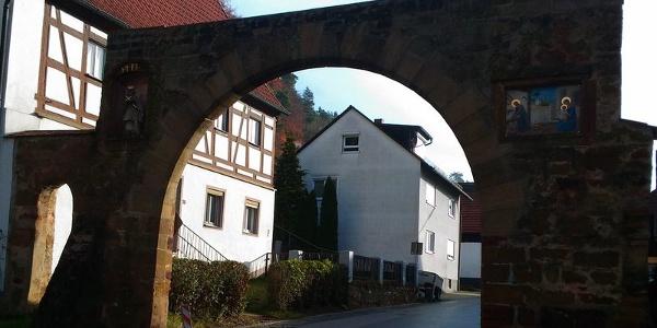 Gnadenberg: Torbogen