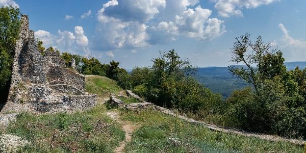 Pohľad z hradu Tátika smerom na Bazsi