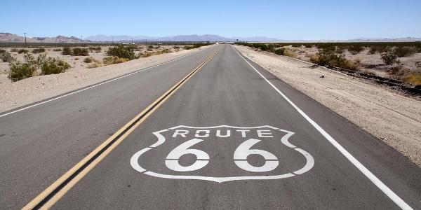 Die Route 66 führt geradewegs durch die Mojave-Wüste