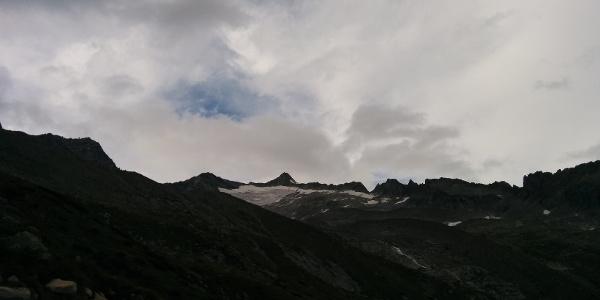 Hoch ober der Alm die Tripbachspitze