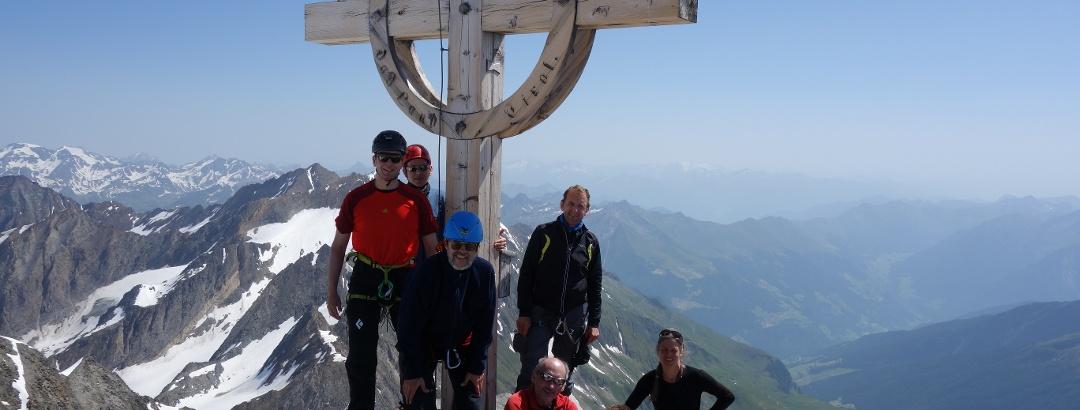 Gipfel mit Tiefblick nach Pfelders