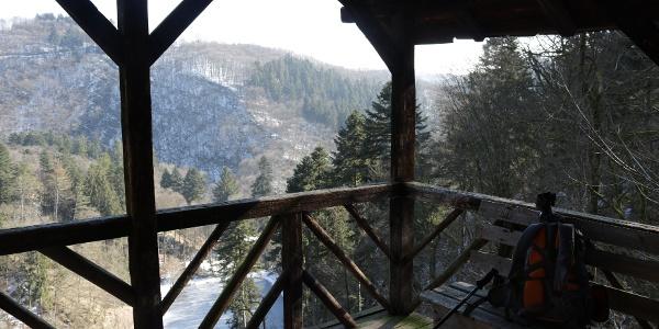 Schutzhütte mit Blick mit Blick auf den Burgweiher_Vulkaneifel-Pfad: VulkaMaar-Pfad: Etappe 1: Manderscheid-Bettenfeld-Meerfeld