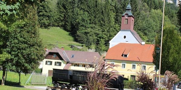 Arzberg, Ortsansicht mit Kirche