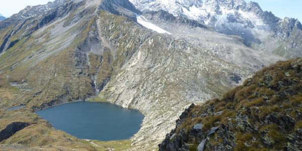 Lago Retico vor Bergkette der Tessiner Alpen