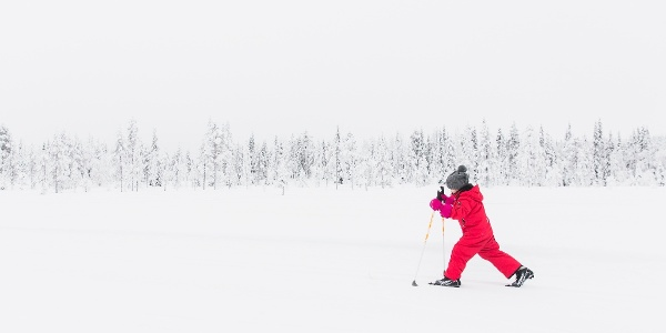 Pikku hiihtäjä Rukalla Kuusamossa